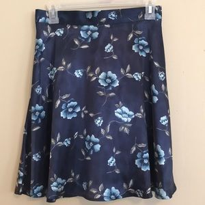 Dresses & Skirts - 90s style silky floral skirt